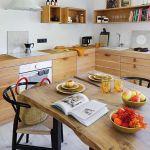 kuchnia stół pod oknem
