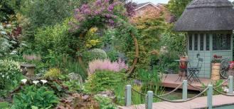 Brama księżycowa w ogrodzie