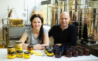 Domowy miód prosto z ula na balkonie, czyli jak rozpocząć swoją przygodę z pszczołami