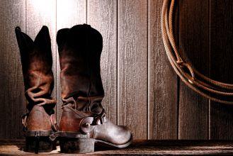 Jak dbać o buty? Poznaj domowe sposoby i odśwież swoją szafę!