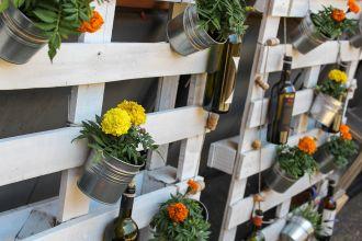 5 pomysłów na użyteczne dekoracje ogrodowe z palet