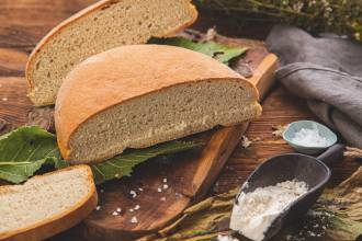 chleb na liściu chrzanu