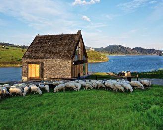 Pasterska Chata – niezwykły dom nad jeziorem Czorsztyńskim