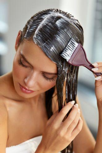 Maseczka do włosów: domowa mieszanka przeciw przetłuszczaniu