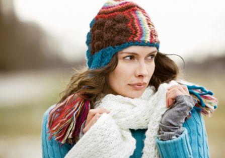 Piękne włosy pod czapką
