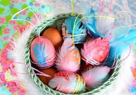 Wielkanocna inspiracja: jak wykonać kolorowe pisanki decoupage