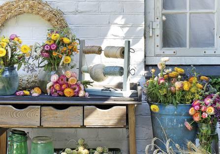 Kocanka, kwiat kopru i kłosy zbóż: robimy jesienne dekoracje