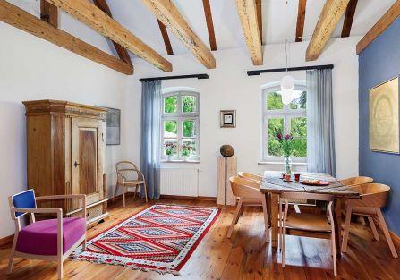Sztuka współczesna i dom w stylu country