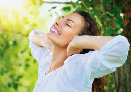 Jak przygotować skórę na wiosnę? Oczyszczanie, pielęgnacja po zimie
