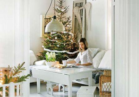 Świąteczne dekoracje z szyszek, patyków i mchu