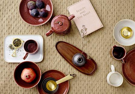 Zimowa herbatka – jak ją zaparzyć i w czym podać gościom?