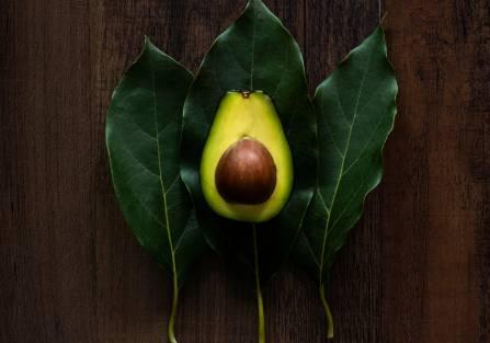 Co zrobić z pestką z awokado i dlaczego to ważne?