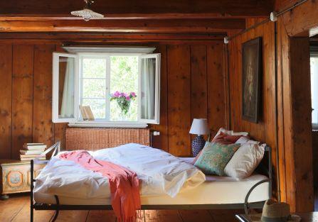 Drewniana sypialnia