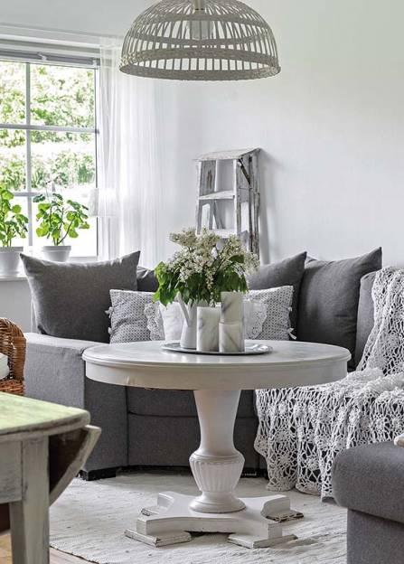 data/articles/Białe wnętrza szwedzkiego domu wśród starych jabłoni