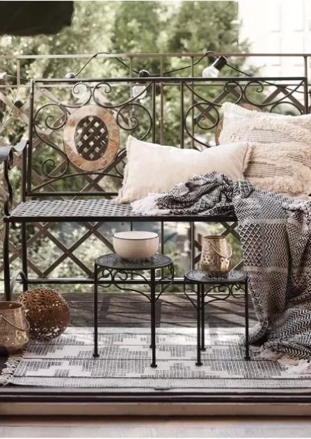 Ciepło i przytulnie w domu – wybieramy koce, narzuty i pledy
