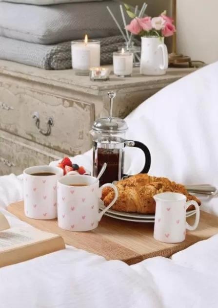 Jak zaparzyć i podać aromatyczną kawę w domu?
