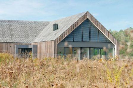 Co zrobić, żeby dom wyglądał pięknie na łące? Odpowiada architekt Bartłomiej Bajon