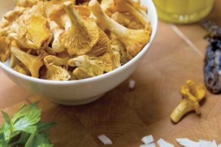 Kurkowe szaleństwo - przepis na zupę i risotto z kurkami