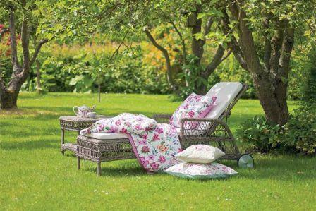 Czym czyścić meble ogrodowe?