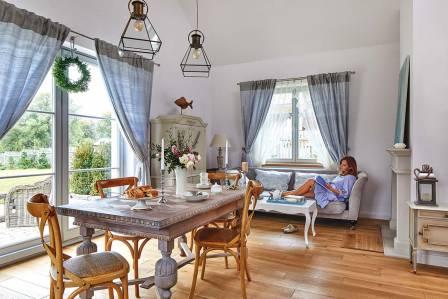 Dom nad stawem na Kaszubach: tradycyjny i elegancki jak sopocka willa