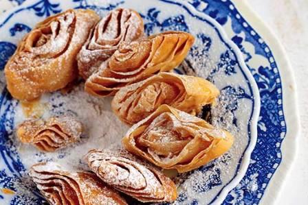 Faworki inaczej: indyjskie ciastka khaja