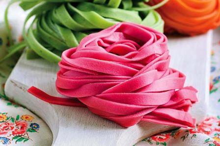 Jak zrobić różowy makaron?
