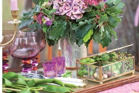 Dekoracje jesienne z żołędzi, dzikiego wina i jabłek