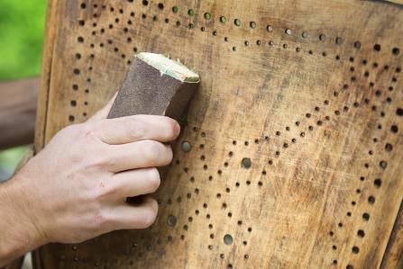 Konserwacja mebli drewnianych domowymi sposobami