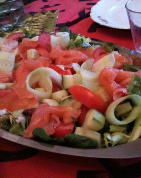 Zdrowa sałatka z łososiem