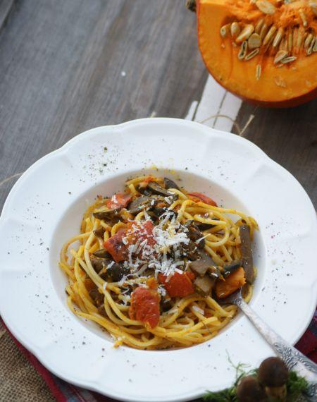 Spaghetti z grzybami i pieczoną dynią