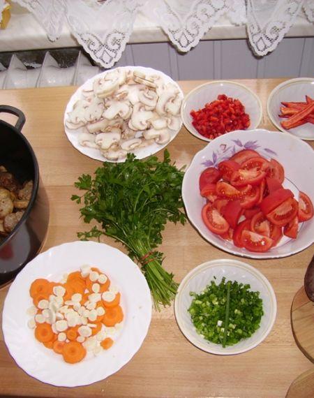 Gulasz węgierski z papryką, pieczarkami i kaszanką