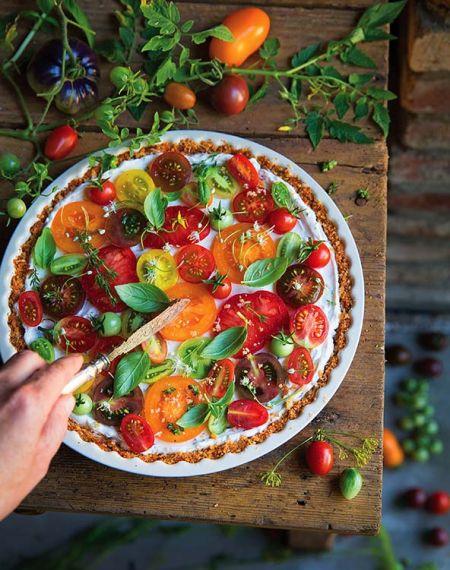 Sernik na słono z kozim serem i pomidorami