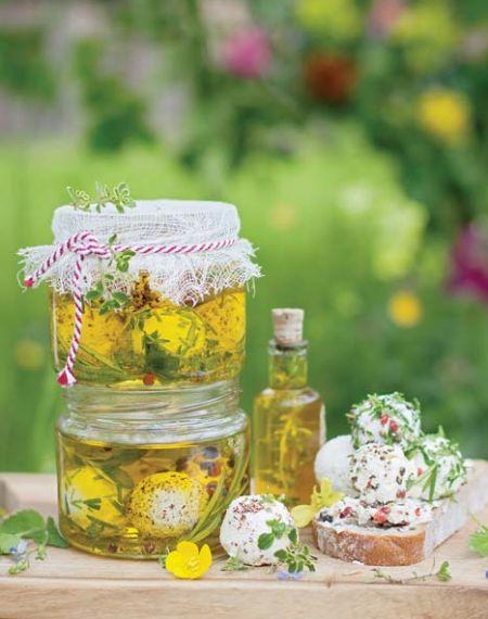 Ziołowy labneh w oliwie