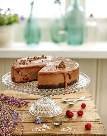 Sernik czekoladowy z solonym karmelem