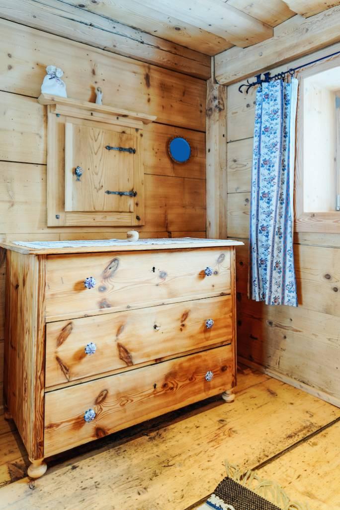 komoda w stylu wiejskim