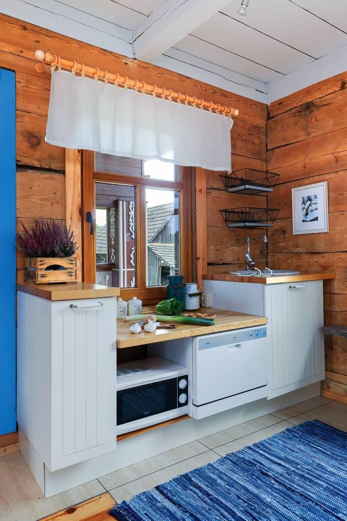 kuchnia w drewnie w stylu wiejskim