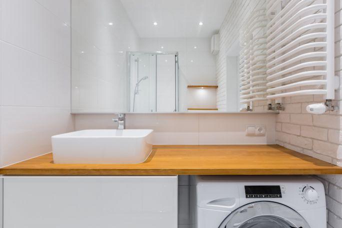 jak zmieścić pralkę w małej łazience