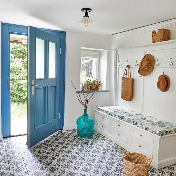Za niebieskimi drzwiami: eko życie w 150-letnim, przysłupowym domu