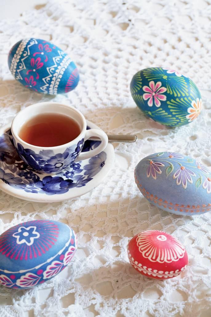 W święta dom tonie w malowanych pisankach z gęsich jaj przywożonych od czadeckich górali ze Stanowa.