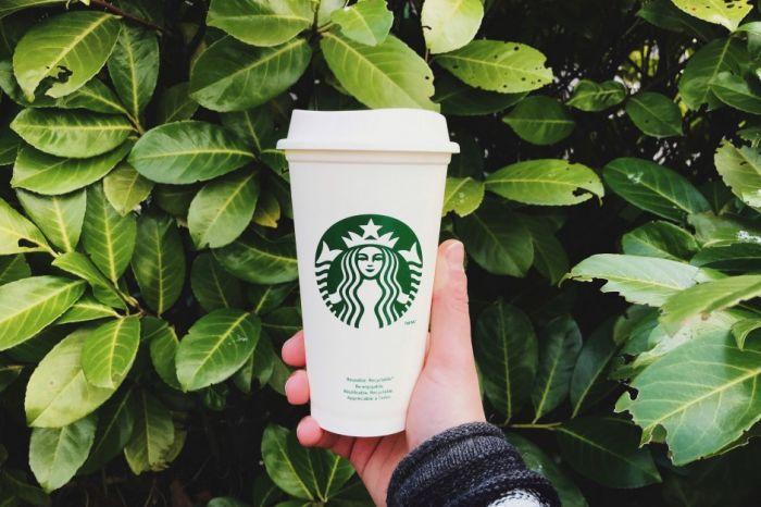 Eko news: Starbucks do 2030 stanie się resource-positive