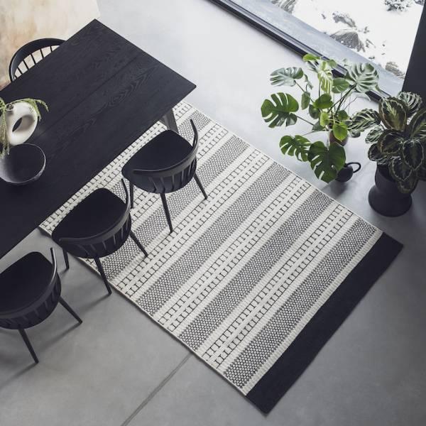 stół do małego salonu