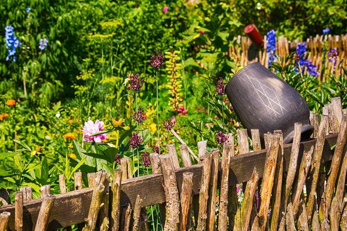 Ogrodzenia posesji w stylu wiejskim – 14 pomysłów