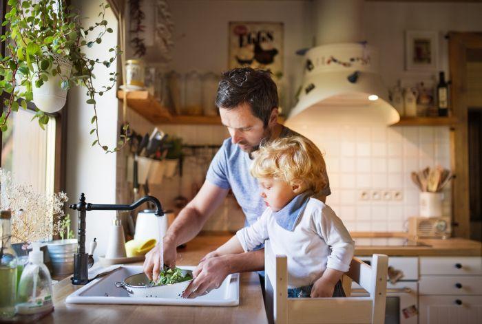 Jaki zlewozmywak wybrać: ceramiczny, granitowy czy ze stali szlachetnej? 20 inspiracji do kuchni