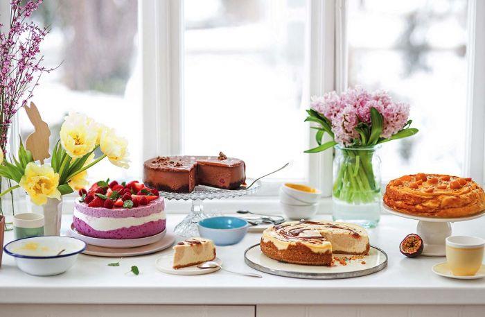 Świąteczne serniki – przepisy na ciasta wielkanocne