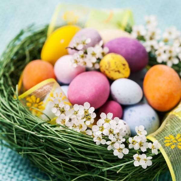 czym barwic jajka