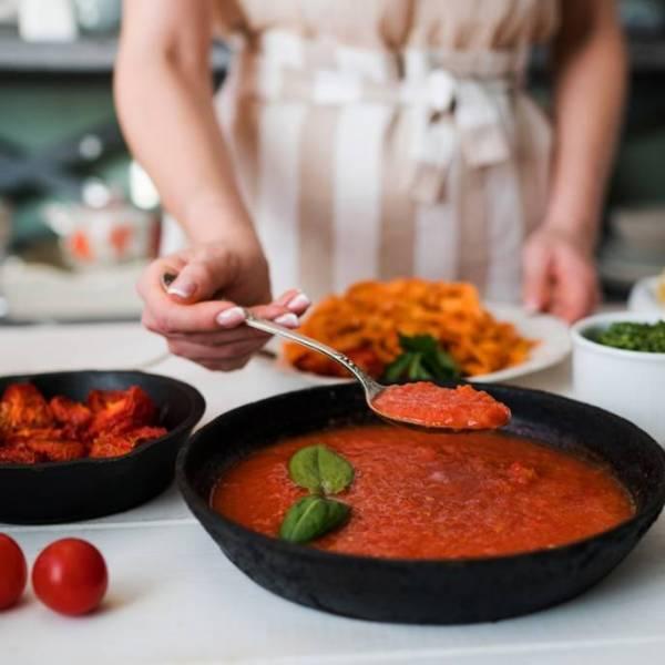 Przetwory z pomidorów – przepisy na przecier, ketchup, kiszone i suszone pomidory