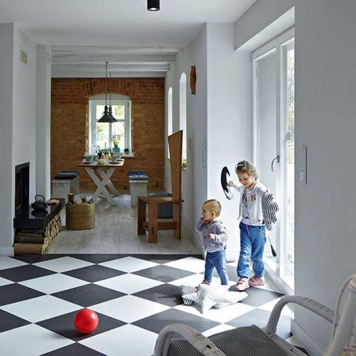 Połączenie klasyki z nowoczesnością w domu pod stuletnim jaworem
