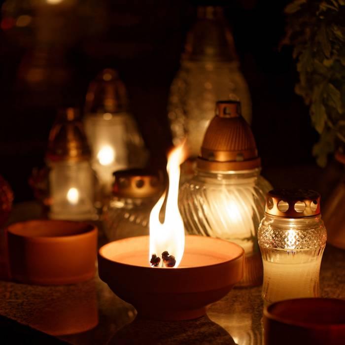 Uroczystość Wszystkich Świętych i Zaduszki – skąd się wzięły te zwyczaje i jak je obchodzono?