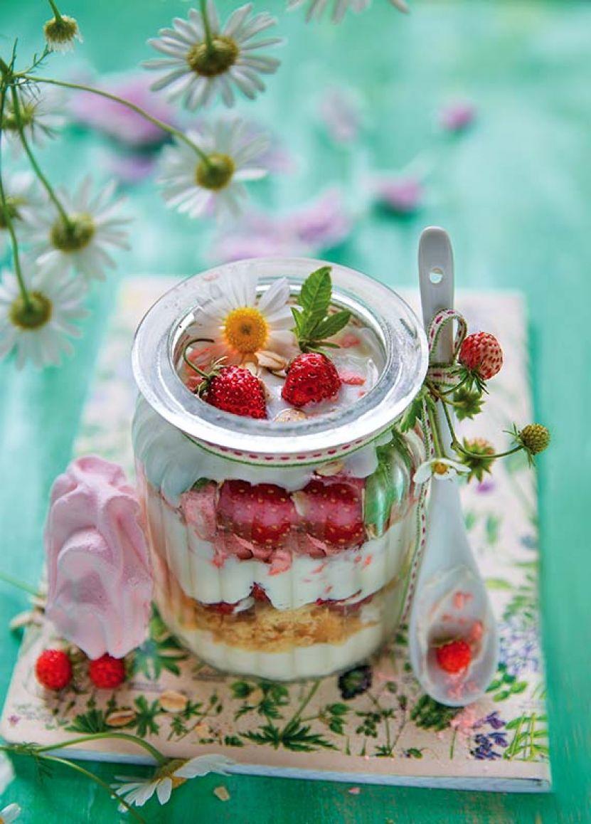 sniadanie truskawki z jogurtowym serkiem.jpg