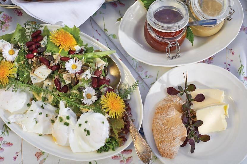 salatka-z-jajkiem-i-serem-plesniowym.jpg